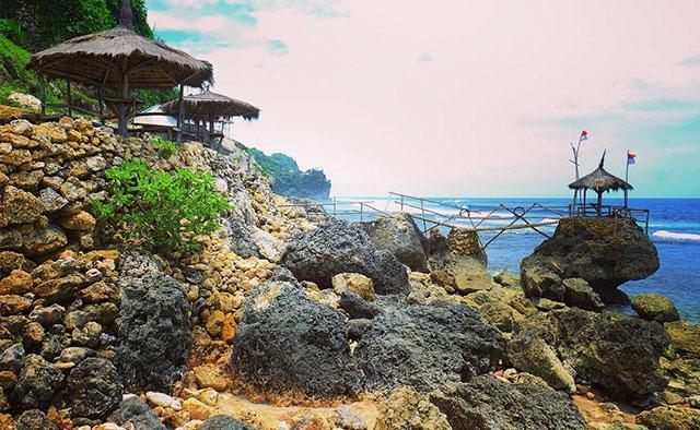 Pantai Watu Lawang
