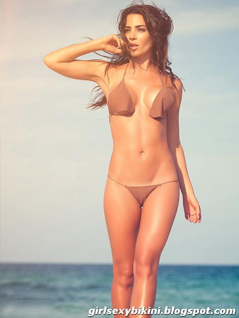 Sexy nude chubby boobs