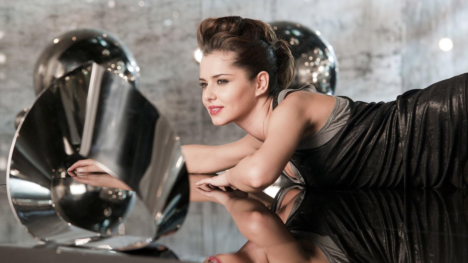 Cheryl Cole Seducing Hot Pics 2016