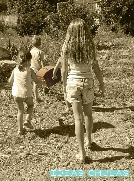 Niños en busca del tesoro