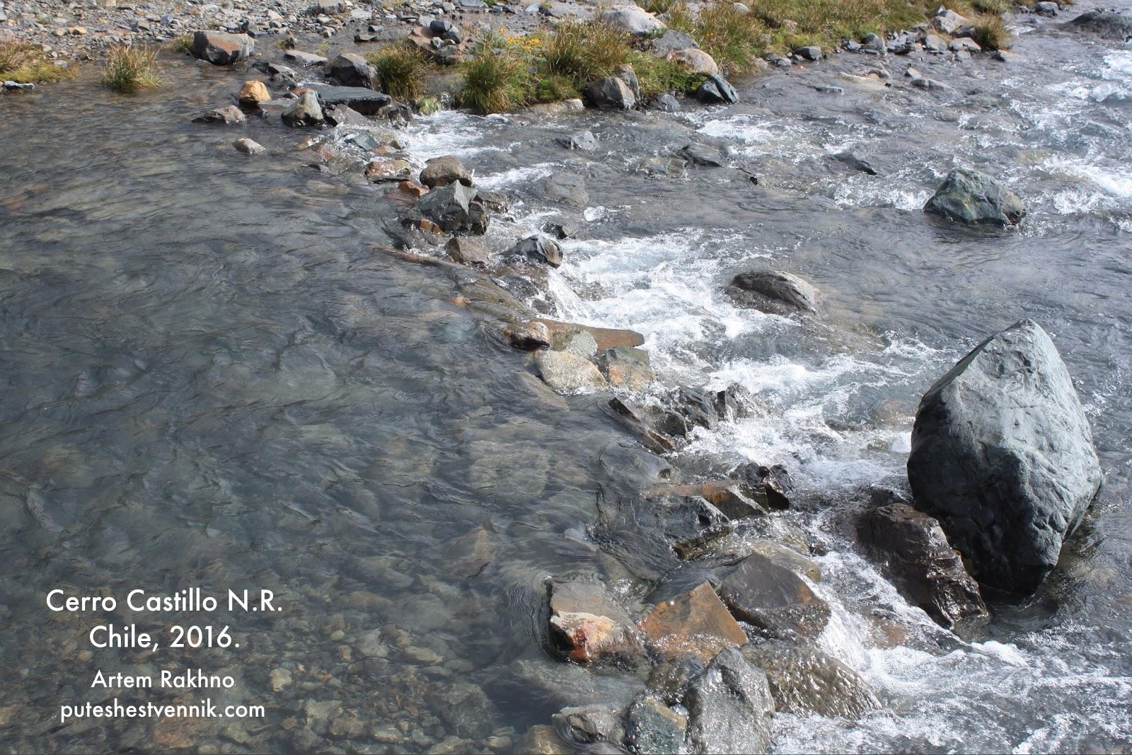 Нагромождение камней на реке
