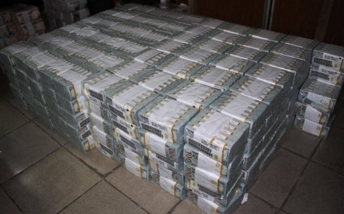 Πρώην υπουργός έκρυβε στο σπίτι του το ασύλληπτο ποσό των 16 εκατ. σε μετρητά