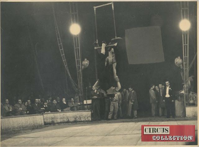 Trapéziste  comique dans le spectacle du Cirque  Darix Togni 1954