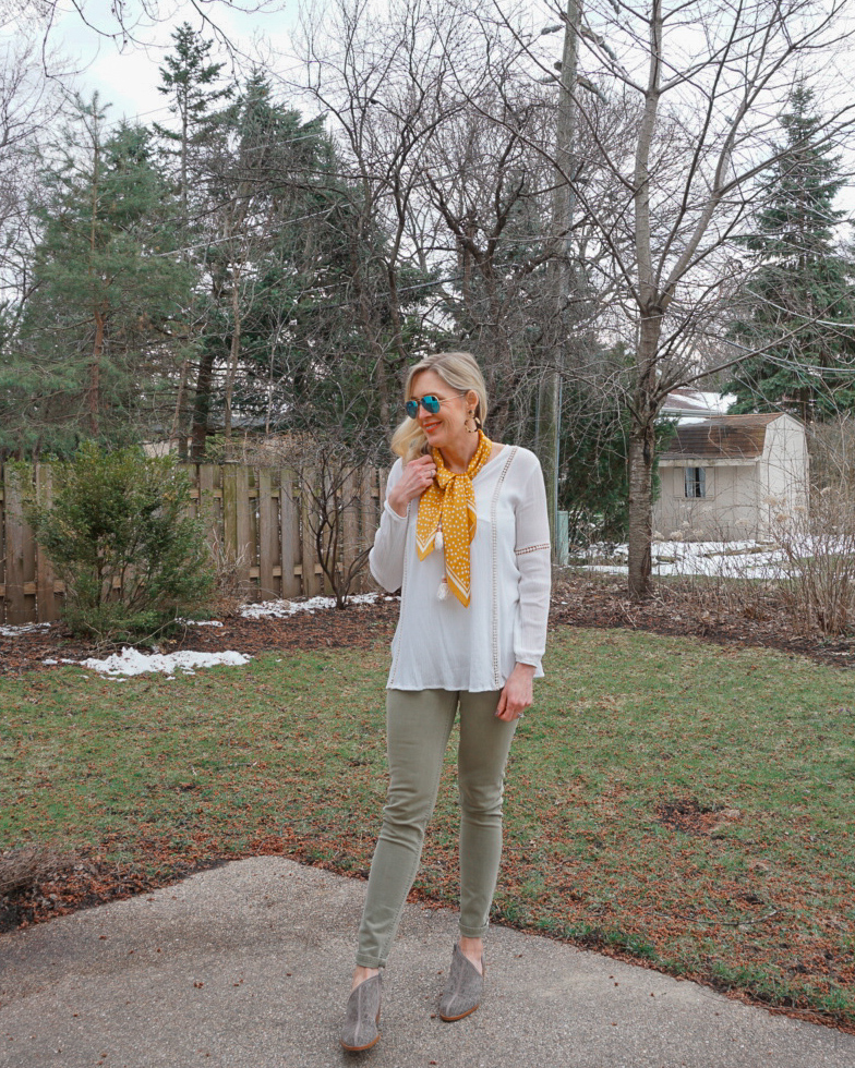 How to Wear a Scarf in the Spring