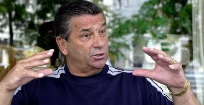 Former Super Eagles coach Clemens Westerhof tells NFF to declare war on Oliseh if Nigeria loses to Egypt