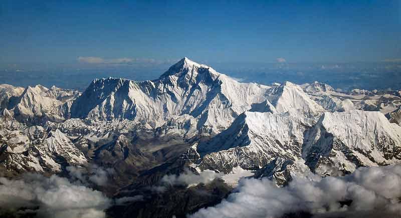 O Monte Everest (8.848m) e toda a cordilheira do Himalaia são cerca de 500 milhões de anos mais novos que o Pico do Jaraguá. Foto: acervo Wikipédia
