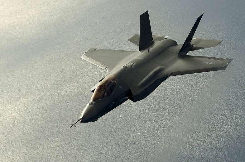 Avión de guerra F-35 Lightning II. Aviones, submarinos y barcos de guerras mas caros del mundo. Cuanto cuesta un portaviones. Cual es el costo de un avión de guerra. Cuanto vale un submarino nuclear.