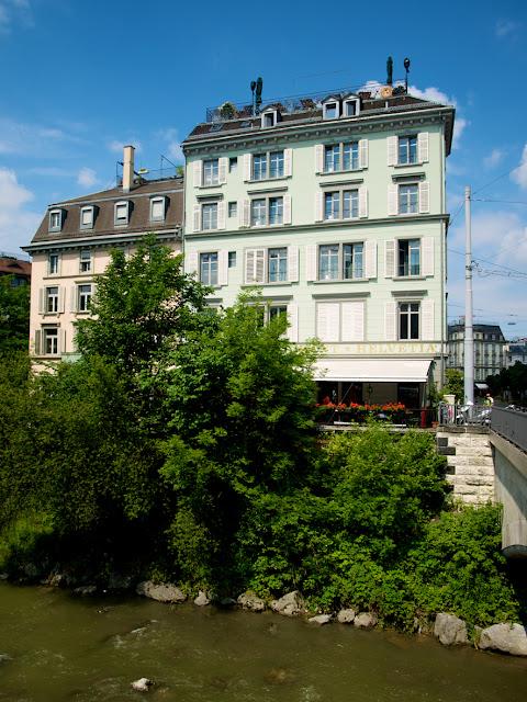 Casas junto al rio Limmat en Zurich