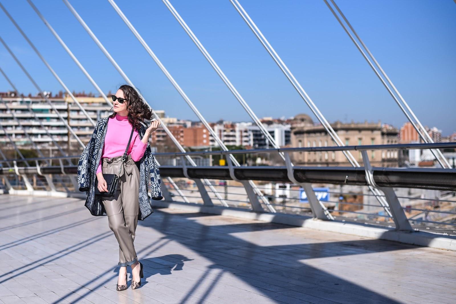 pink_top_street_style_look_big_earring_leather_pants