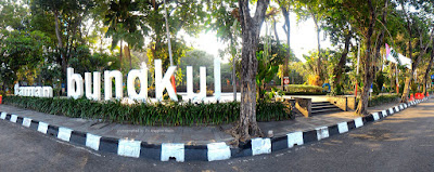Taman Bungkul, RTH kebanggaan warga Kota Surabaya.