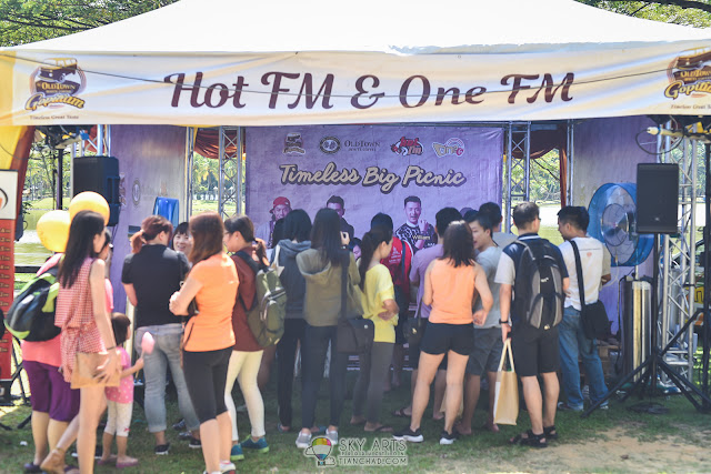 People who were eager to meet HotFM and OneFM DJs