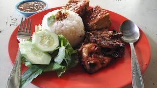 Dada dan Paha Bakar di Ayam Penyet Bowo