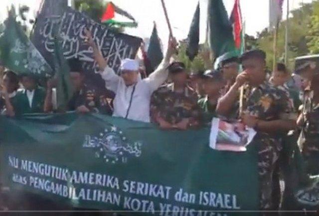 Ketika Banser dan Bendera Tauhid Satu Barisan Pada Aksi Bela Palestina Setahun Lalu