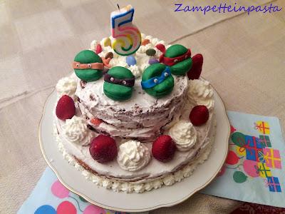 Torta di compleanno con tartarughe Ninja e panna