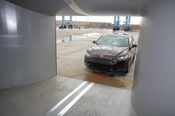 Ford pone en funcionamiento el primer túnel de viento aeroacústico móvil del mundo