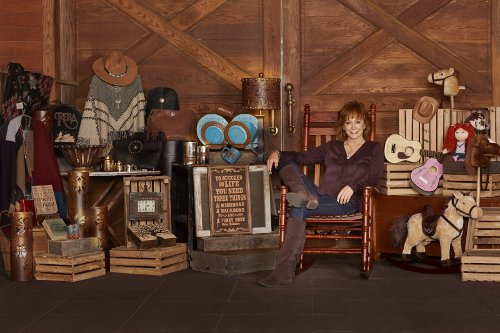 Reba McEntire to Release New Christmas Album, New Retail Line ...