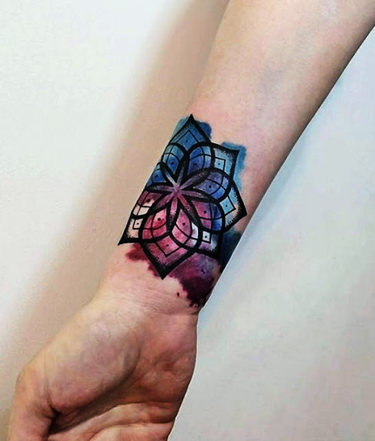 Bracelete de tatuagem feminina