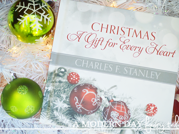 Christmas: A Gift For Every Heart {A Book Review & Giveaway} #FCBlogger #HolidayGiftGuide