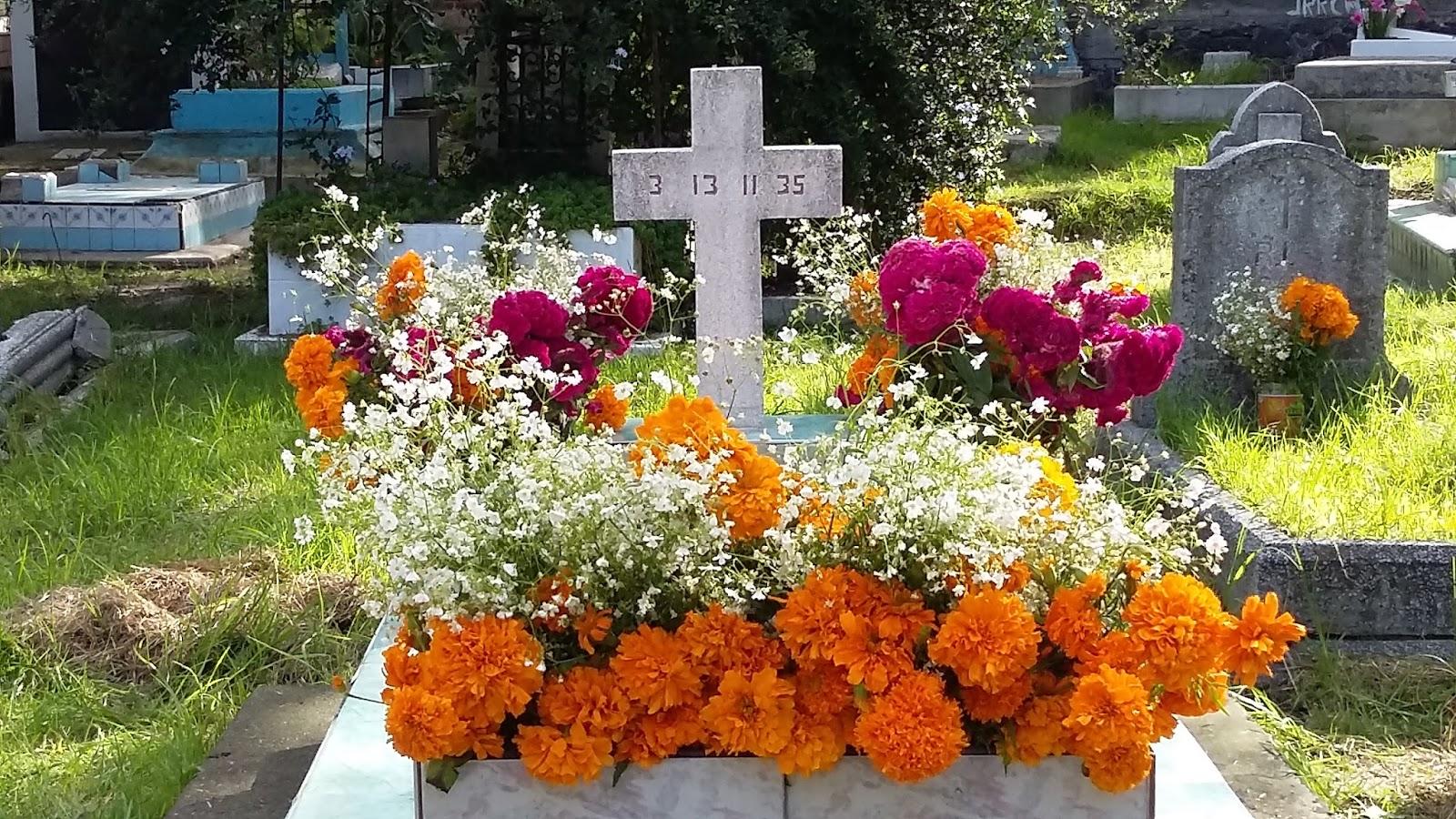 Leyendas con enseñanzas Tumba-con-flores