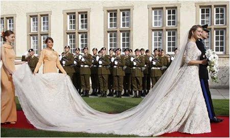 Кралска сватбена рокля с шлейф