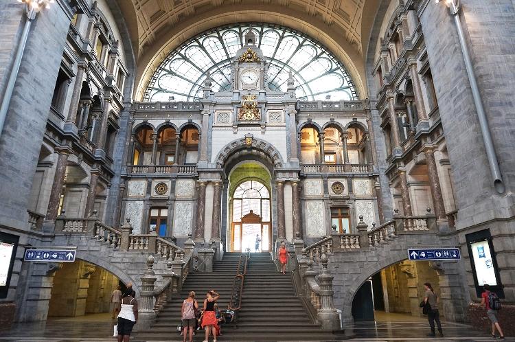 Euriental - fashion & luxury travel, Antwerp (Antwerpen) train station, Belgium