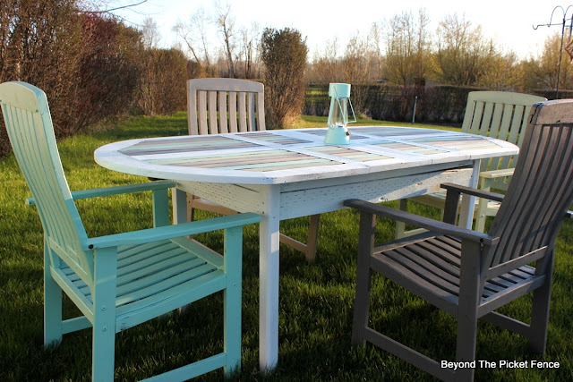 Fusion Mineral Paint, summer, patio set, garage sale find, upcycled, paint makeover, http://bec4-beyondthepicketfence.blogspot.com/2016/04/beachy-patio-table.html