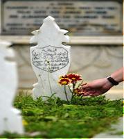 100 Kata Kata Ditinggal Mati Pacar Kumpulan Gambar