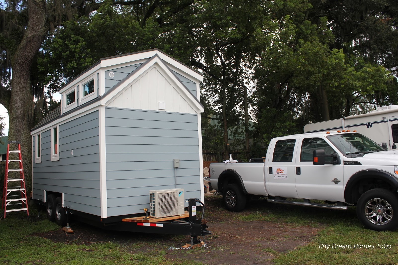TINY HOUSE TOWN: The Stopover - Florida Edition (232 Sq Ft)