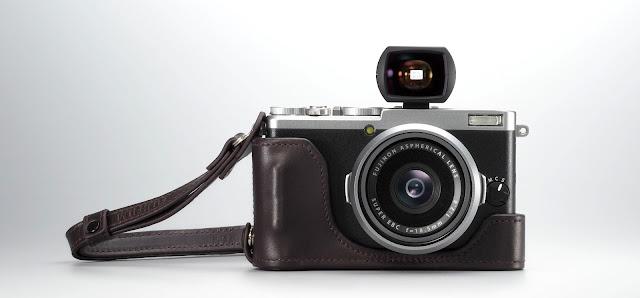 Fotografia della Fuji X70 con mirino ottico
