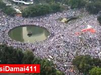 UNIKNYA 4 NOVEMBER ~ Foto Sholat Jumat Polisi ini Jarang Kita Lihat