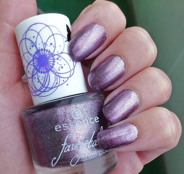Nailpolish Essence Fairy Berry aus der Fairytale LE