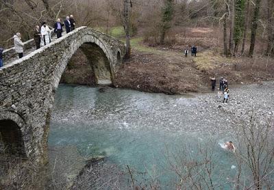 Αγιασμός των υδάτων στον Ζαγορίτικο ποταμό