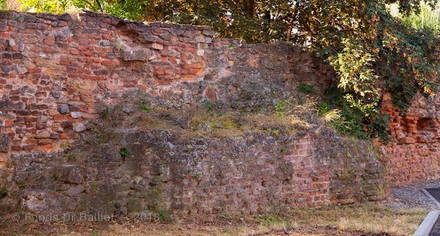 Enceinte médiévale de Colmar percée de nombreuses meurtrières