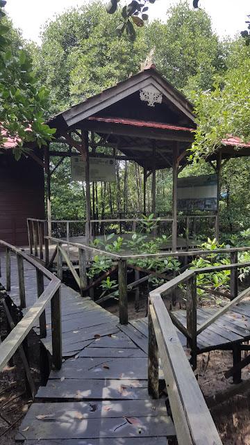 rumah singgah di jembatan kayu