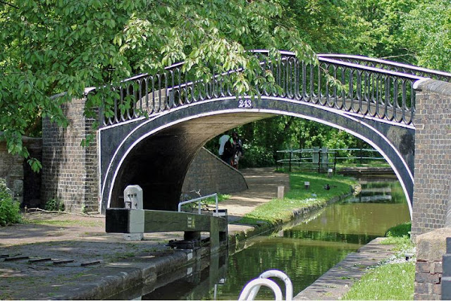 Britain A to Z - Isis Lock Bridge