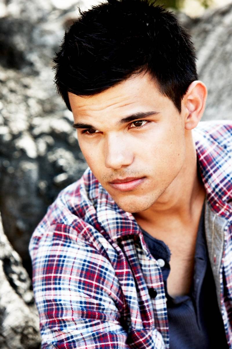 OFFICIAL TAYLOR LAUTNER FAN PAGE: New Photo's Taylor photo ... Taylor Lautner