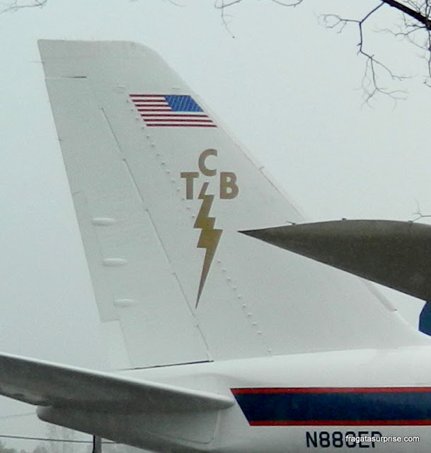 Logomarca adotada por Elvis Presley para seus negócios
