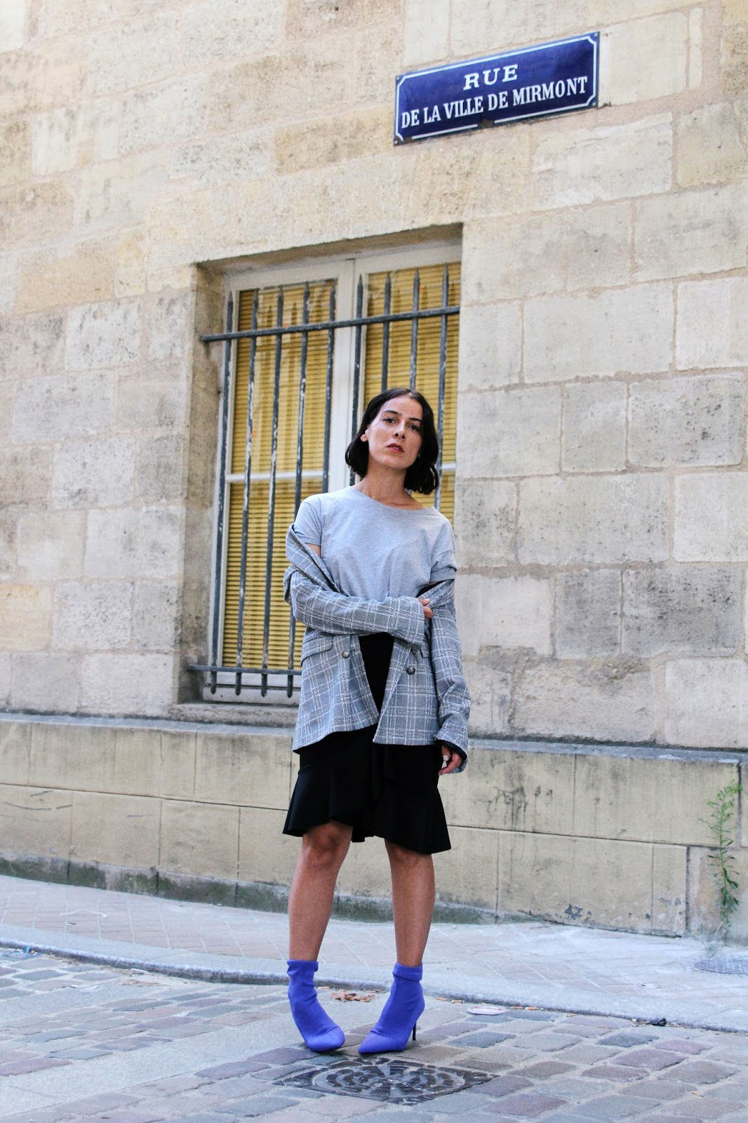 idée-de-look-blazer-carreaux-bottines-chaussettes