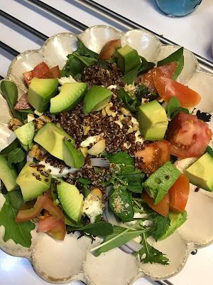 糖尿病早餐食譜:沒空時,簡單生菜+洛梨就是美味一餐