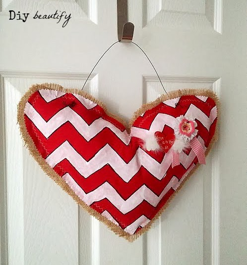 How to make a Burlap Chevron Heart for your door www.diybeautify.com