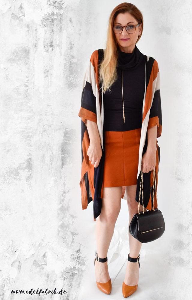 die Edelfabrik, Look in Orange mit Blau und Schwarz kombiniert