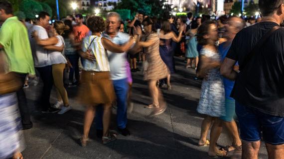 01BAILAR EN LA CALLE Veranos de la Villa Foto Erique Escorza 3 1 Moda, danza, baile, humor...