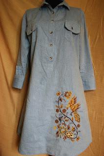 Вышитое льняное платье