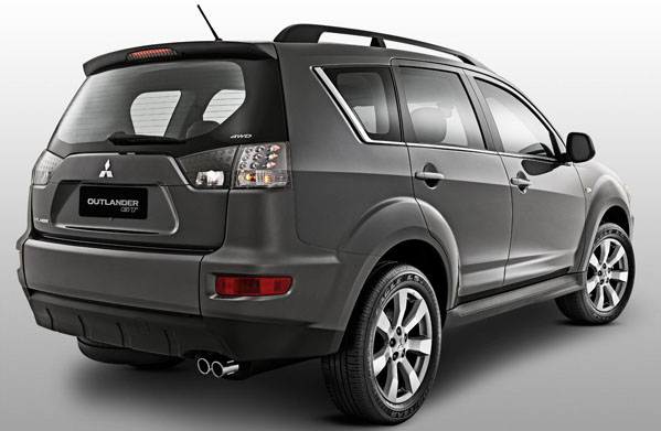 car on Mitsubishi Outlander 2013