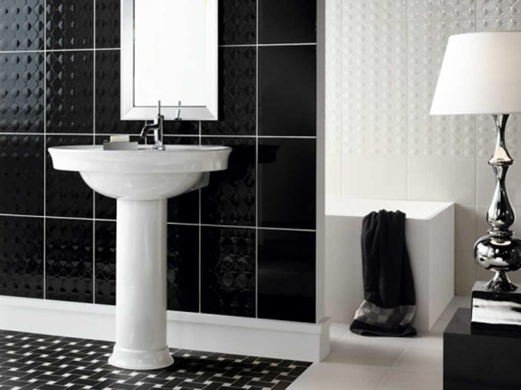 Motif Keramik Kamar Mandi Kombinasi Hitam dan Putih