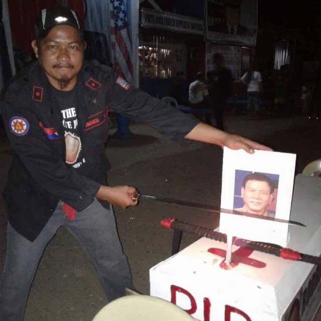 Photos Of Policemen Holding Samurai Over Duterte's Image Goes Viral Online! Must See!