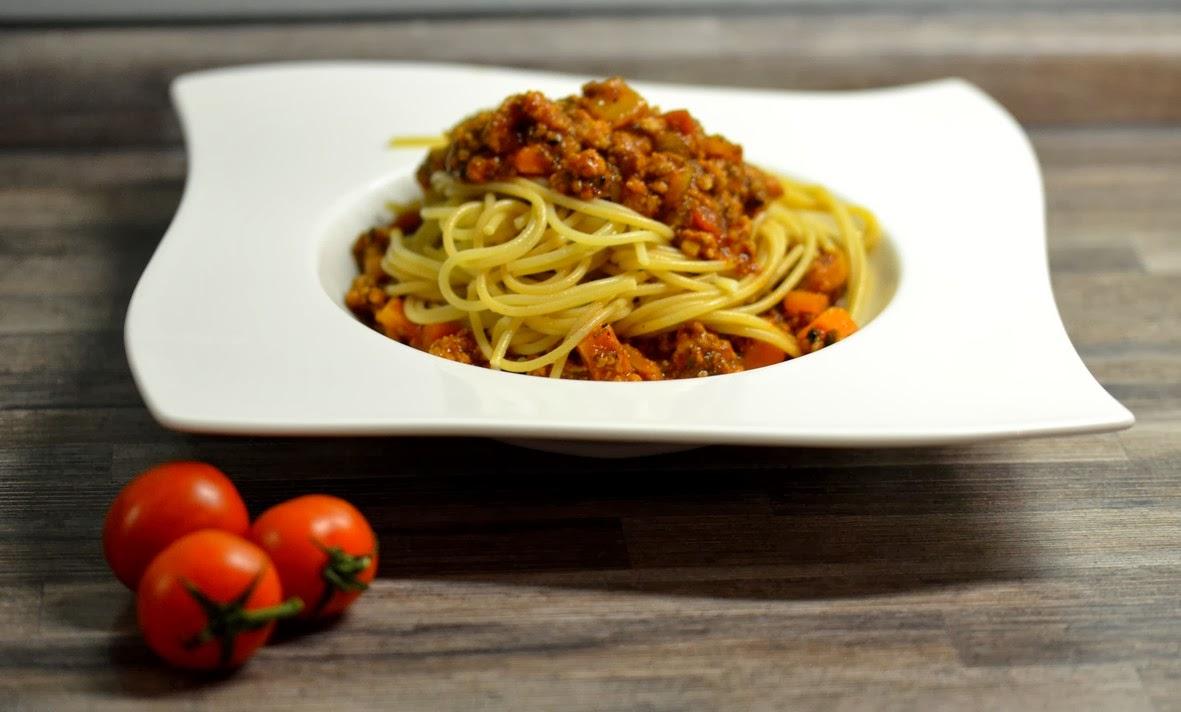 melina 39 s s es leben spaghetti bolognese la melina. Black Bedroom Furniture Sets. Home Design Ideas