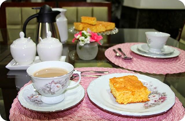 Mesa Café / Chá da Tarde em Rosa com Broa de Fubá c/ Queijo