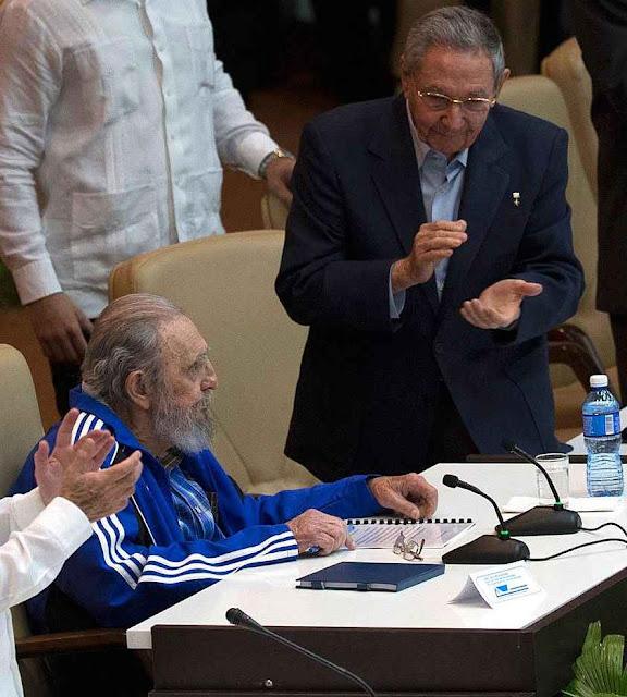 Ai de quem não aplaudir! Em Cuba nunca houve golpe e vigora a democracia como o PT gosta.