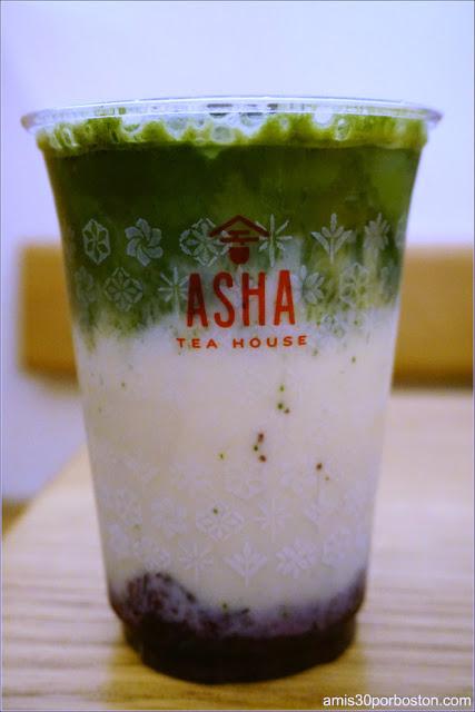 Matcha Latte con puré de arándanos en Asha Tea House en San Francisco